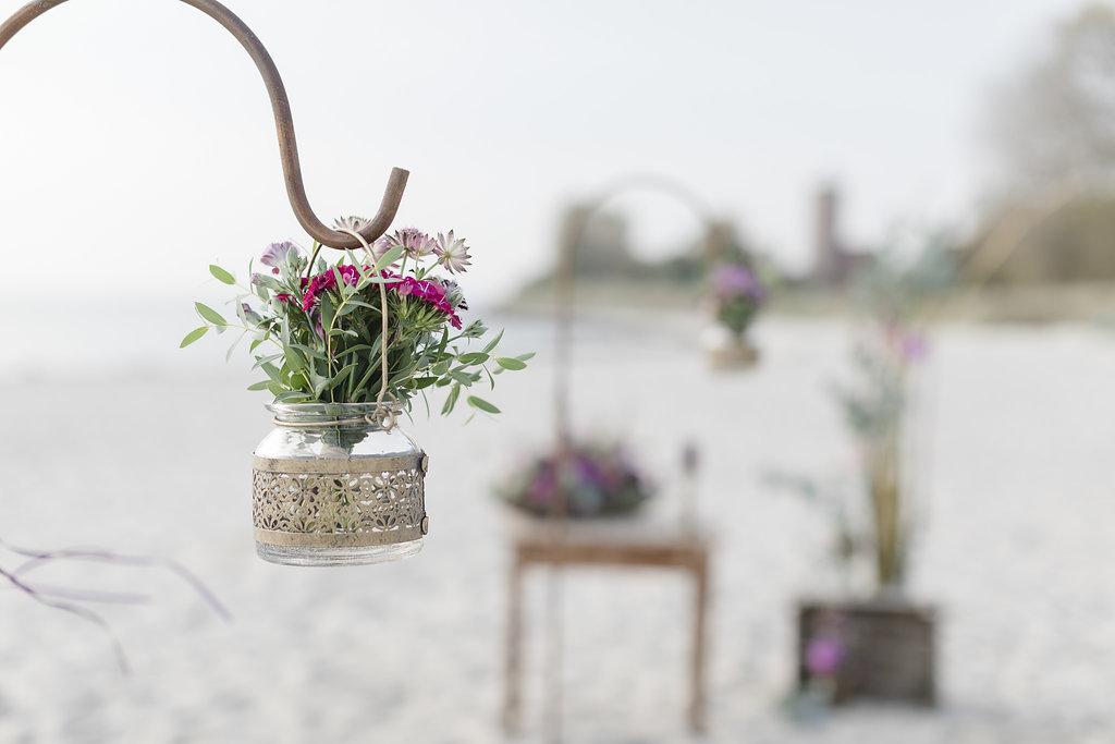 Freie Trauung am Strand - macht eure Hochzeit zu einem unvergesslichen Ereignis vor dieser tollen Kulisse mit Leuchtturm, Dünen und Meer im Hintergrund.