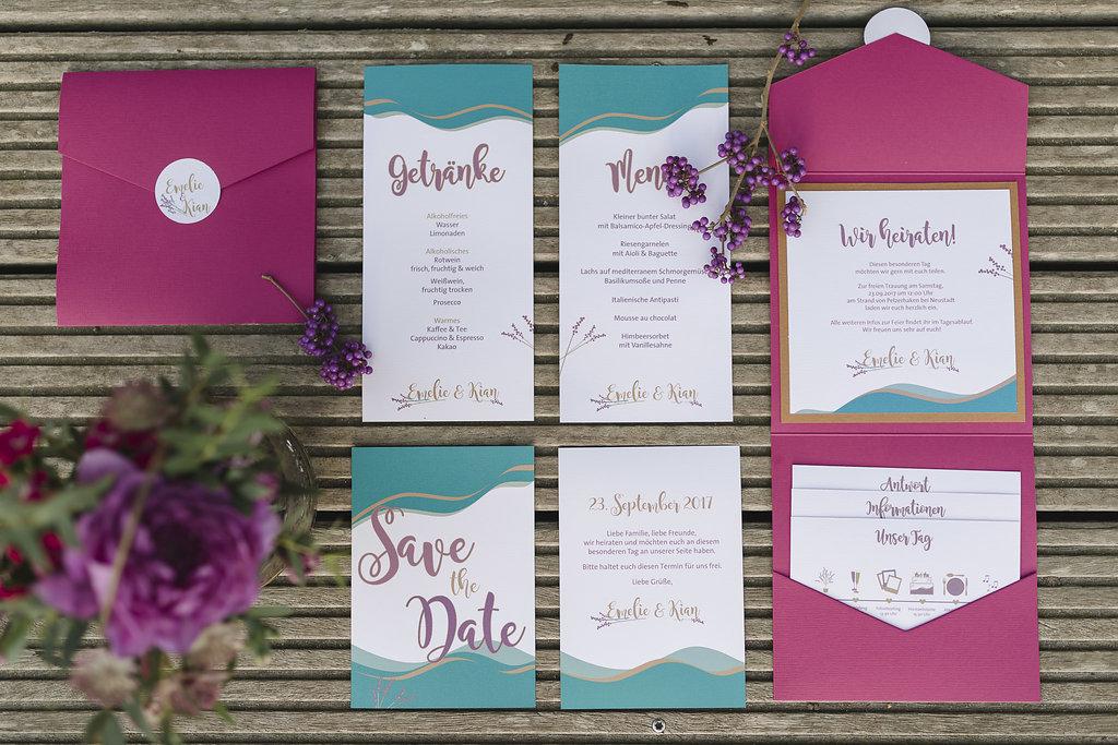 Individuelle Papeterie für eure Hochzeit, maritim gehalten in Beeretönen mit floralen Akzenten.